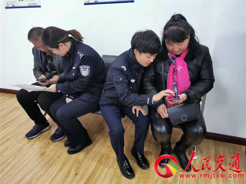 """长治市公安局交警支队七大队 积极推广""""学法免分""""新举措"""
