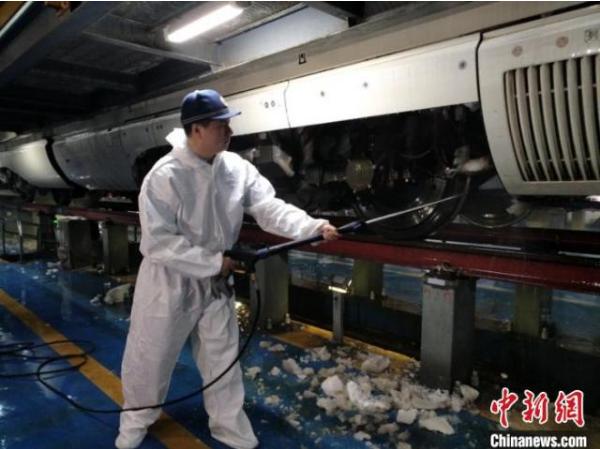 黑龙江省今冬首个暴雪应急响应 哈铁动车段确保动车组正点运行
