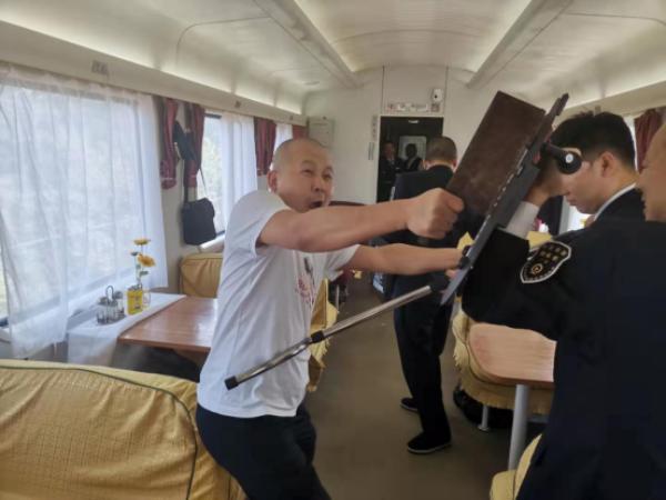 列车安全置顶 湖南怀铁乘警启动乘务员反恐消防培训工作
