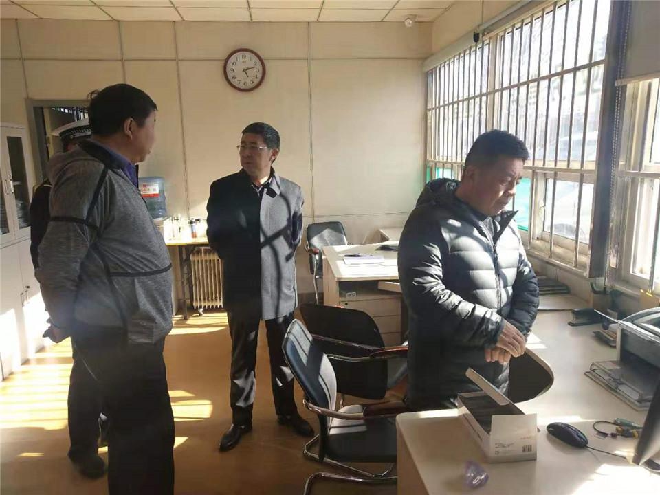 武乡县副县长、公安局长杨泽滨一行深入路面一线调研指导毒驾整治工作