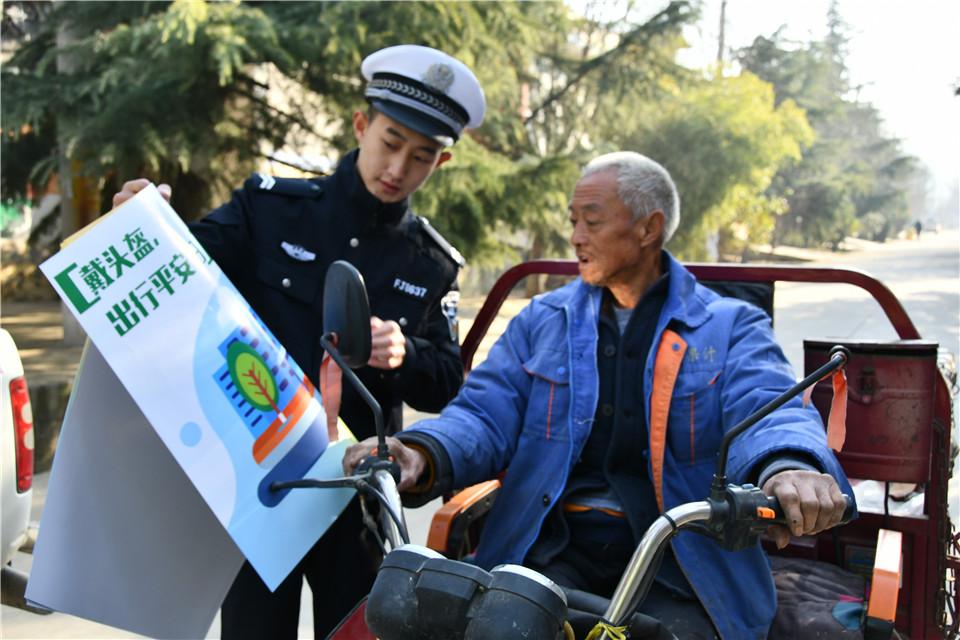 """夏县公安交警—— """"交安""""宣传进农村"""