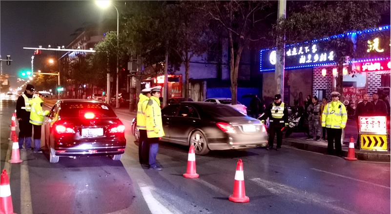 湖南  常德交警直属一大队持续夜查酒驾行动确保冬季交通安全