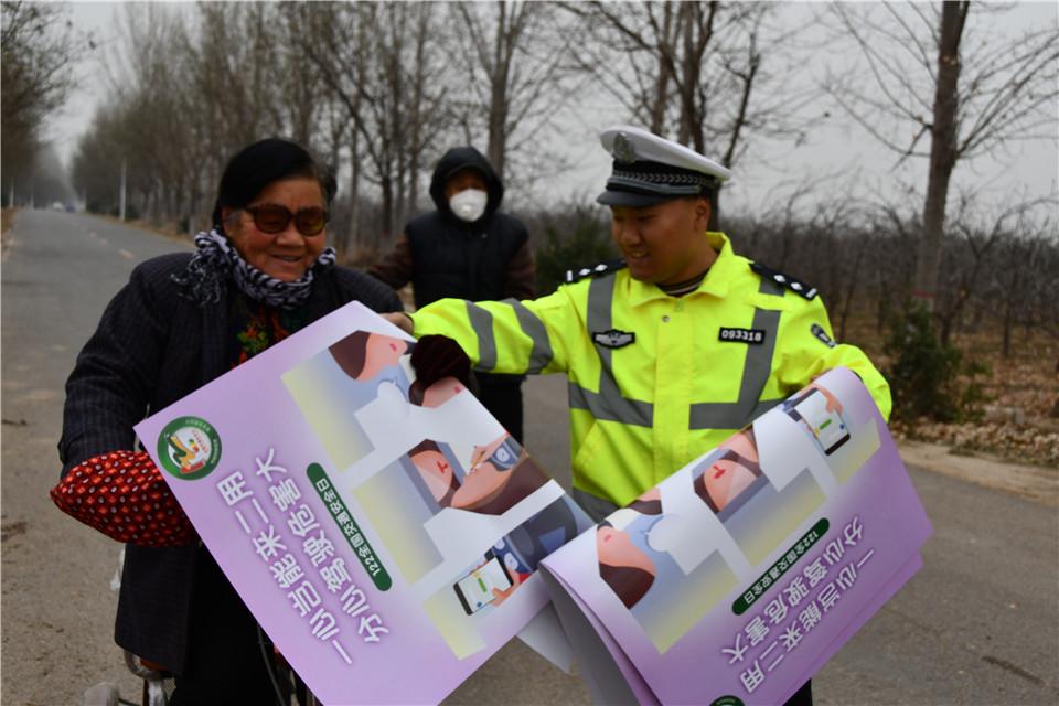 运城夏县公安交警—— 冬季进村入户开展交通安全宣传