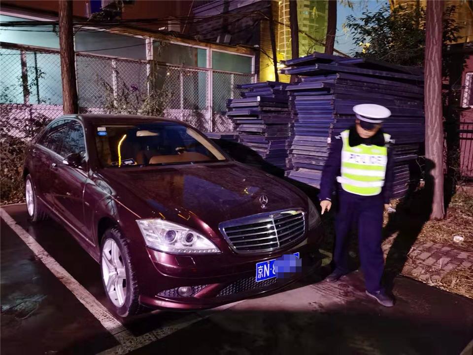 长治市公安局交警支队七大队成功查获一辆部局督办套牌车