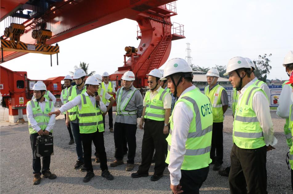 中国驻印度尼西亚大使肖千到雅万高铁项目现场调研