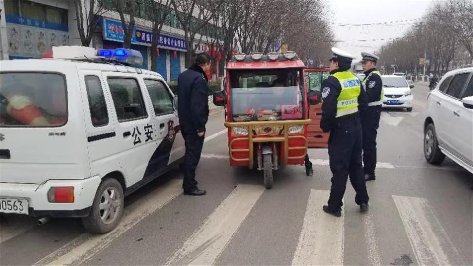 武乡交警联合多部门开展电动三、四轮车集中整治