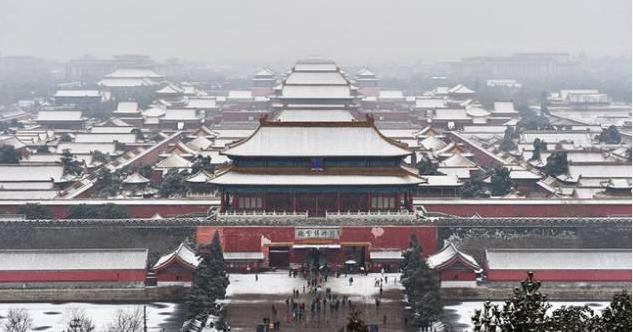 北京夜空 天降瑞雪《人民交通》杂志社提醒广大司机出行朋友们:出行请注意交通安全!