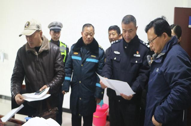 安徽 寿县交警备战春运  全力做好重点运输企业安全管理工作