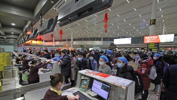 天津航空包机载138名医护人员从天津起飞支援武汉