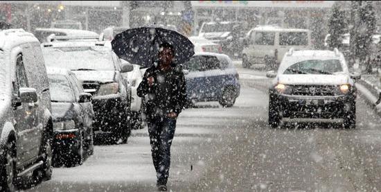 北京今日至明天天气降温有雪,出行请注意交通安全