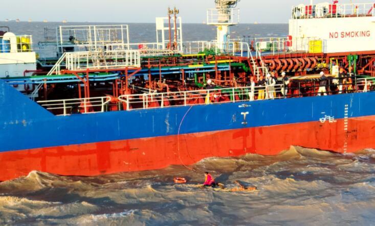 一过路货船在舟山海域沉没 6人遇险 浙江海事紧急组织搜救