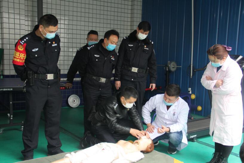湖南怀化铁警开展急救培训 护航旅客