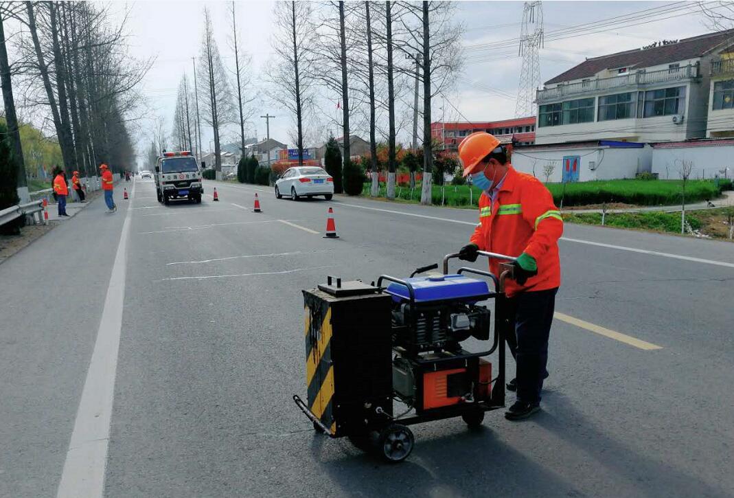 江苏灌南提升路况质量保障清明节安全畅通