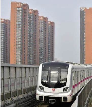 武汉地铁、公交全面恢复,现场这些画面久违了!