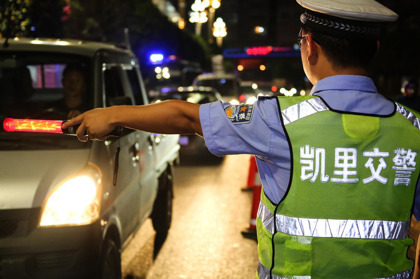 """贵州凯里交警全城布控查酒驾 ,5个""""醉猫""""落网!"""