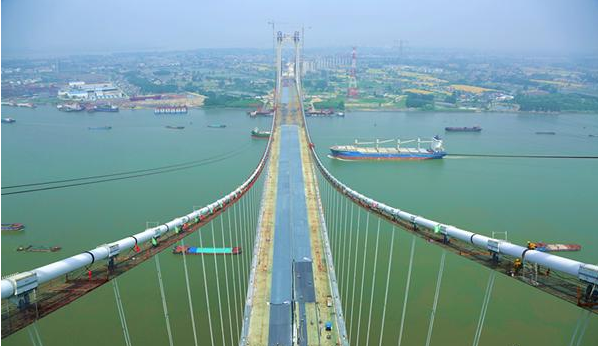 五峰山长江大桥公路钢桥面喷砂涂装全面展开