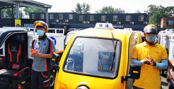 北京:戴头盔纳入快递行业规范,快递员不戴头盔将通报