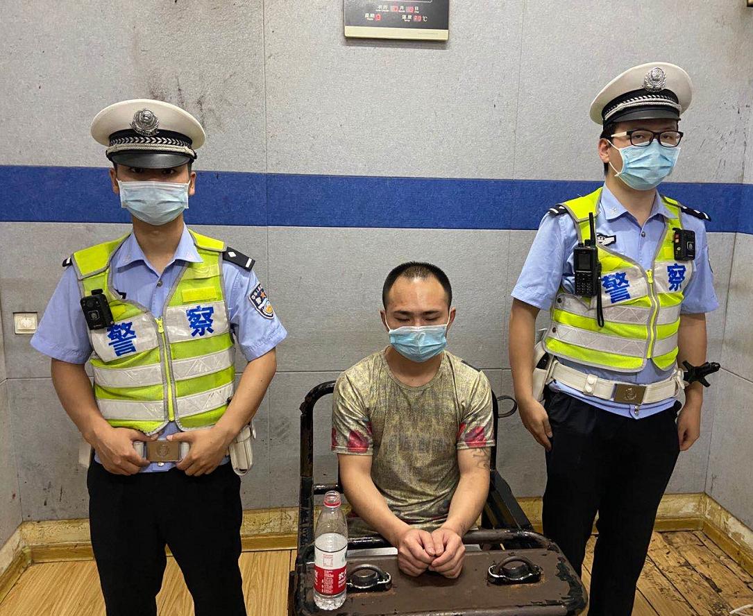 湖北黄石西塞山大队快速反应抓获一名涉嫌毒驾嫌疑人