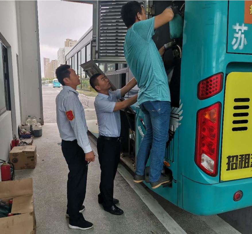 南通汽运通州畅行公交882车队开展夏季车辆专项检查