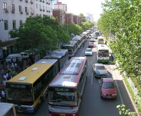 今起北京4条公交线路绕行新发地地区