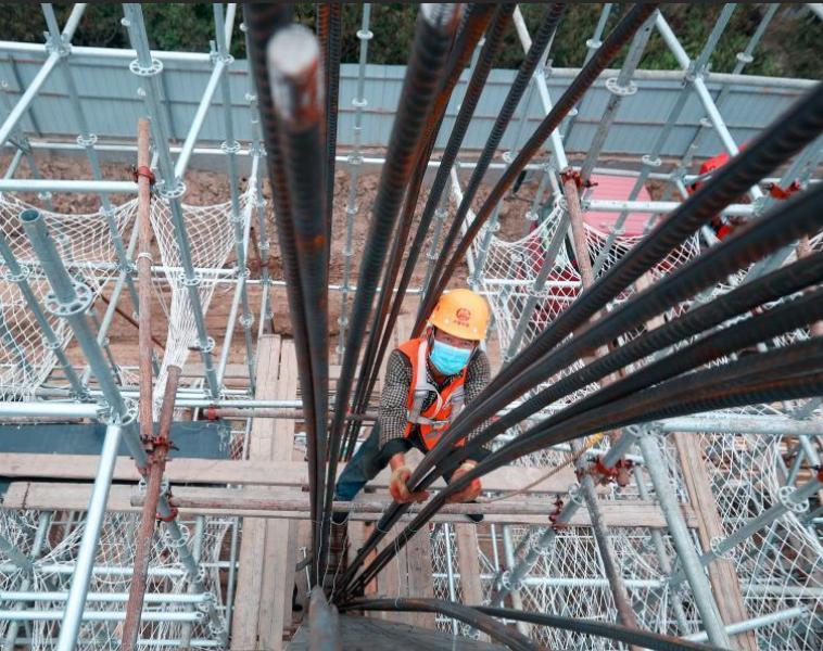 京沈高铁钢筋混凝土结构全封闭式声屏障工程初具雏形