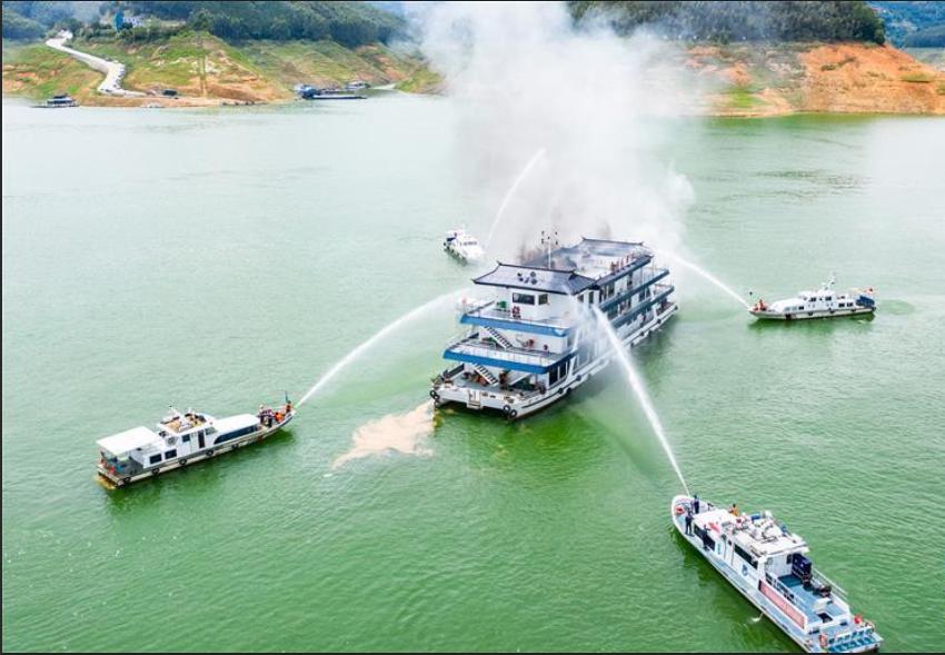贵州举行水上交通事故跨区域联合应急救援演练