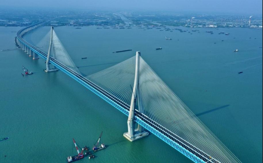 世界最大跨度公铁两用斜拉桥今日开通 主航道桥主跨1092米