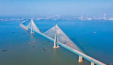 一桥飞跨南北 加速深度融合