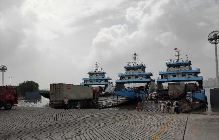 扬州海事对镇扬汽渡开展安全检查