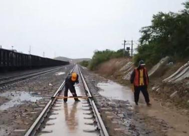 全国铁路主要干线和货运通道安全畅通 运输秩序良好
