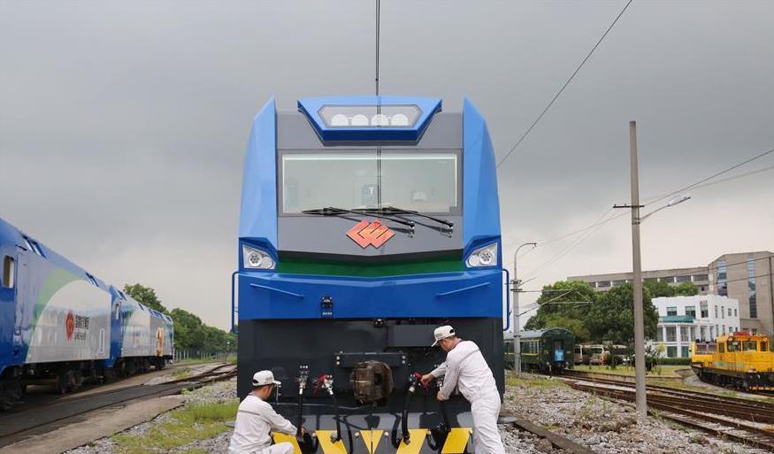 中国成功研制超大功率电力机车