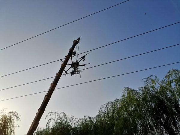 """河北广平:""""无人机""""落到高压线致大范围停电"""