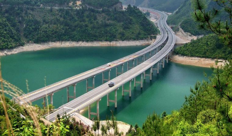 """高速公路见证中国""""速度"""""""