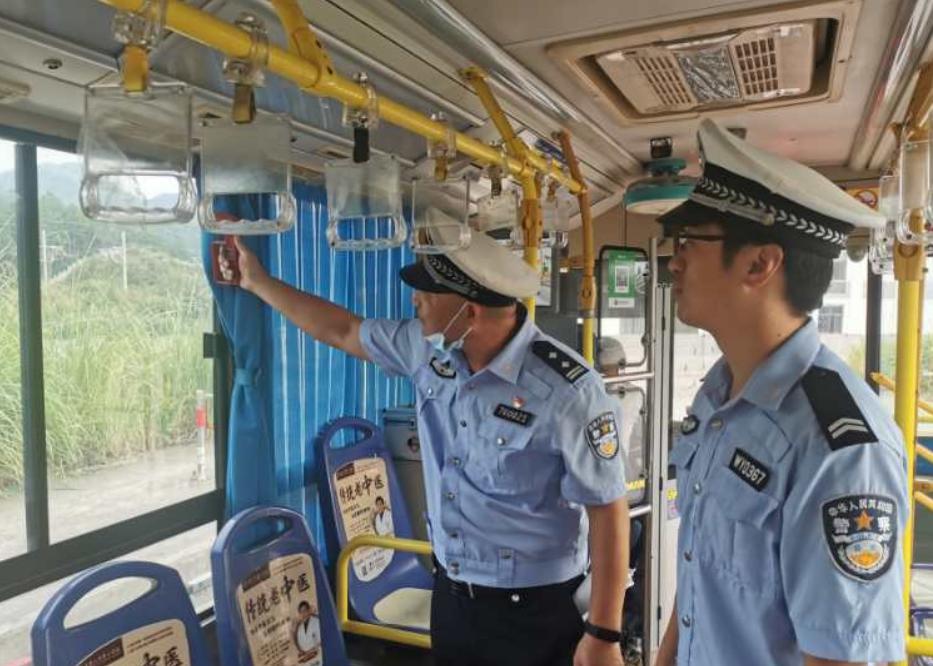 福建:武夷山公安交警深入客运公司开展安全隐患排查