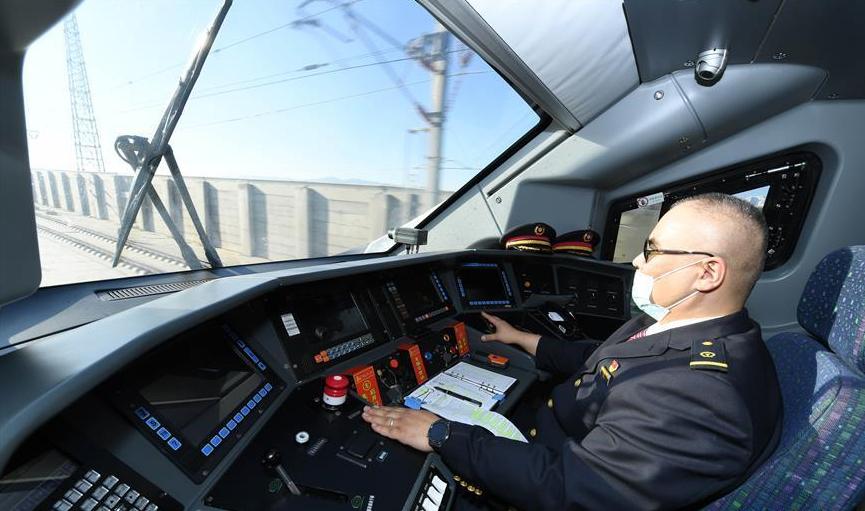 乌鲁木齐至西安首趟直达动车开行