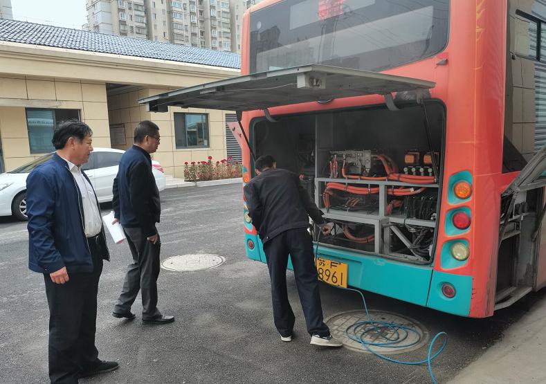 通州畅行公交885车队开展电动车辆专项检查