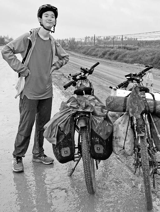 他,24天千里走单骑 骑行2300公里从四川来嘉兴