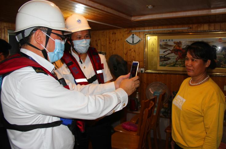 肇庆海事局开展特别防护期专项夜巡 为十九届五中全会召开保驾护航