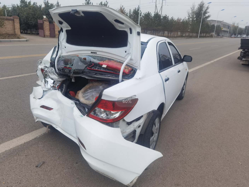 分心驾驶酿事故  违法行驶担全责