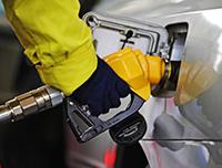 """成品油价下调 再度触及""""地板价""""政策"""