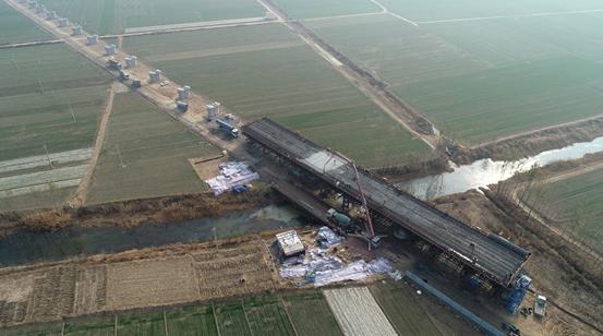 郑济铁路(山东段)全线首个连续梁浇筑完成