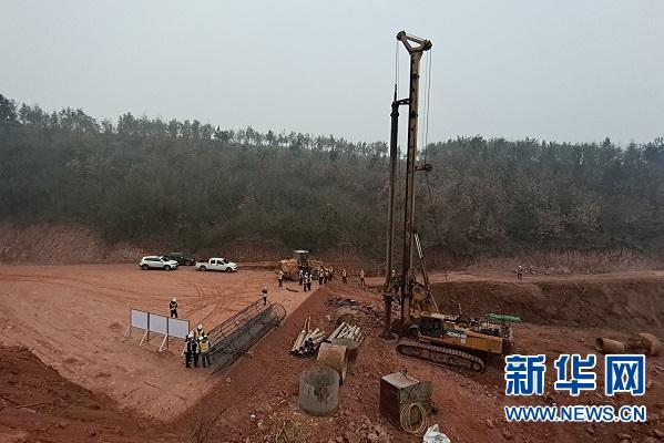 超2万吨跨国铁高速公路转体桥项目开工