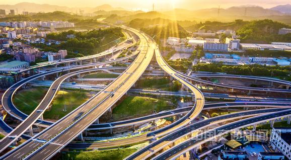 广东深圳外环高速公路部分路段通车