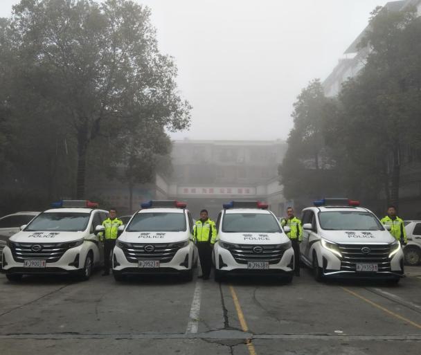 湖南安乡交警大队举行新警车发放仪式