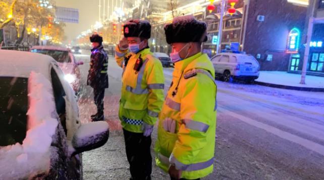 国门交警:守岗位 强措施 保平安