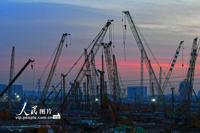 北京:建设者鏖战铁路重点工程