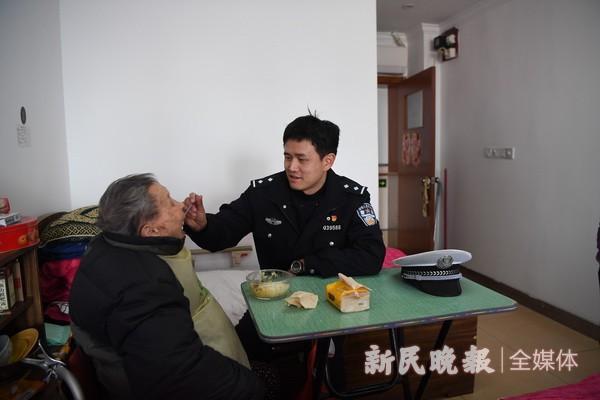 杨浦交警接力献爱心