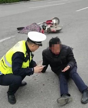 河北大名:群众遇险受伤 民警热心救护