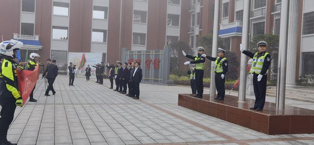 道县交警进校园宣传交通安全
