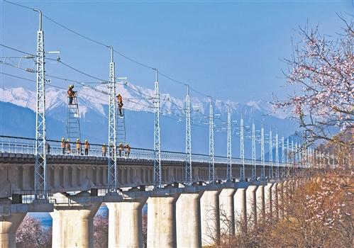 电气化铁路助西藏绿色发展